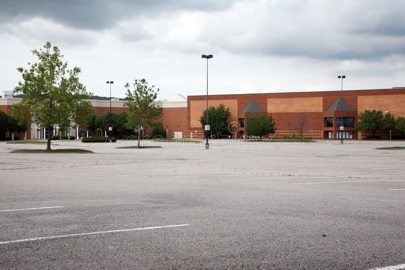 Lote de estacionamento vazio fotografia de stock royalty free