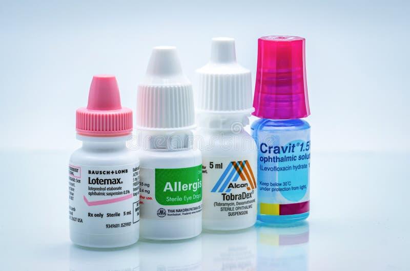 Lotemax、Allergis、Tobradex, Cravit眼睛停止和眼药水在白色背景隔绝的phastic瓶 类固醇 库存图片