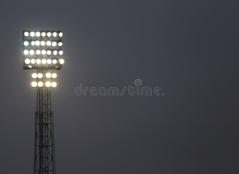 Lotes de luzes brilhantes de uma torre imagens de stock royalty free