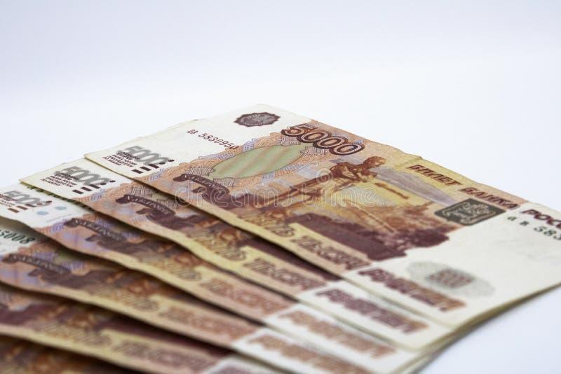 Lotes do dinheiro do russo as c?dulas v?m nas denomina??es de cinco mil close-up das c?dulas imagens de stock royalty free