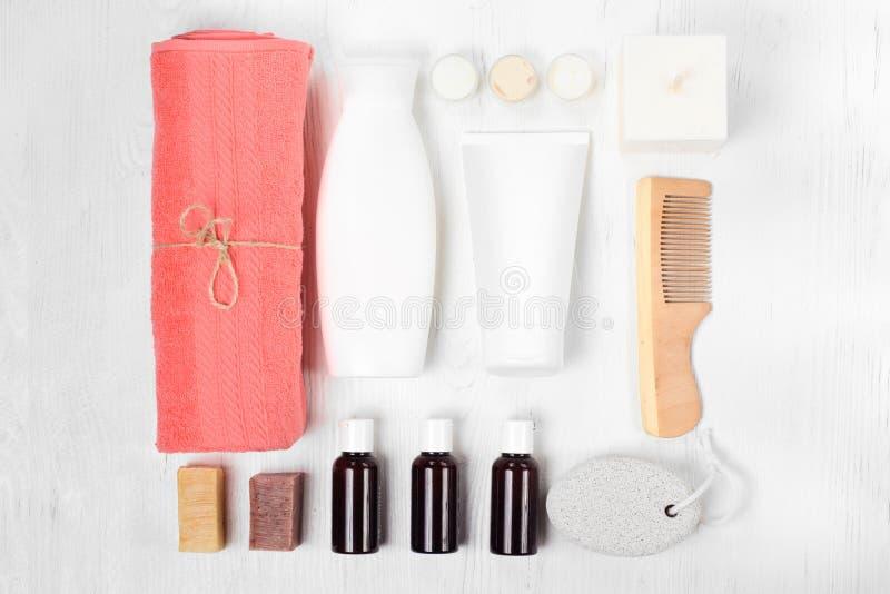 Lotion de cheveux de peigne de station thermale de cosmétiques de serviette photo libre de droits