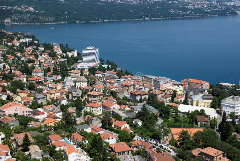 Lotnicza fotografia Opatija Riviera na Adriatic morzu Ambasador i hotelu zdjęcia royalty free