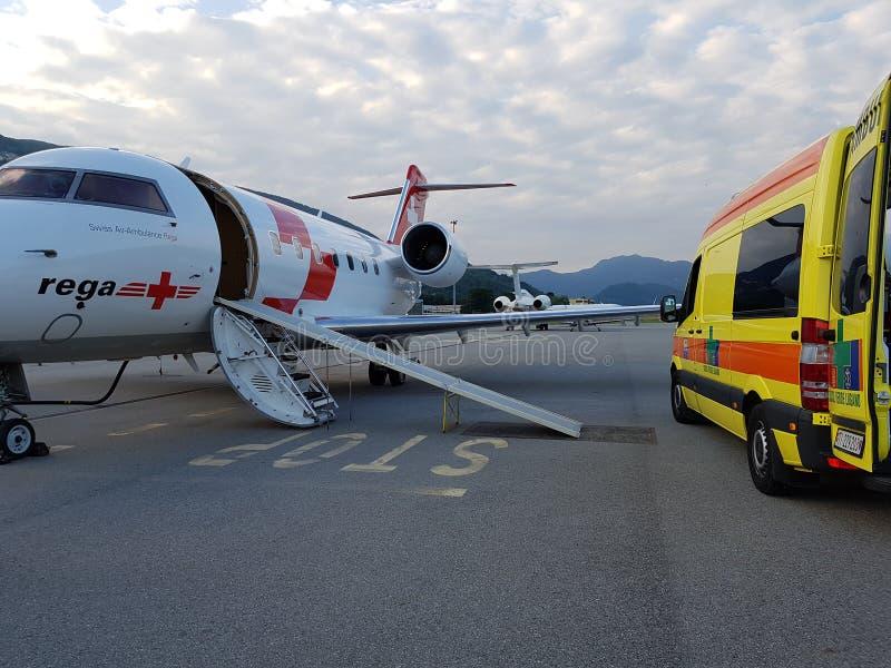 Lotnicza i drogowa karetka zdjęcie royalty free
