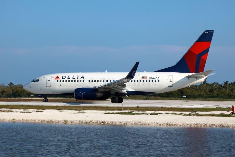 Lotnicze delt Linie Boeing 737 zdjęcia royalty free