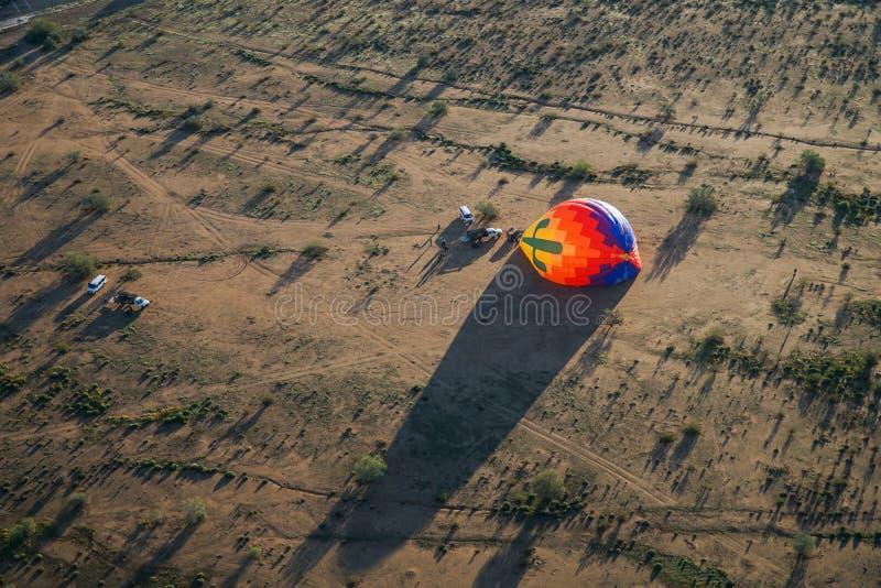 Lotniczy balon Nadymający na ziemi, widok z lotu ptaka fotografia royalty free
