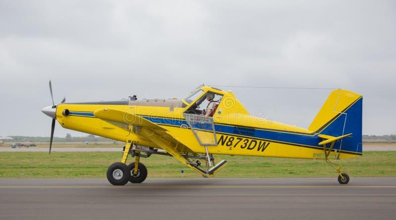 Lotniczy ciągnik AT-502B zdjęcie royalty free