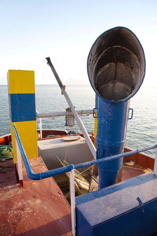 Lotniczy dyszel na starym statku w błękitnym kolorze Retro lub rocznik styl fotografia royalty free
