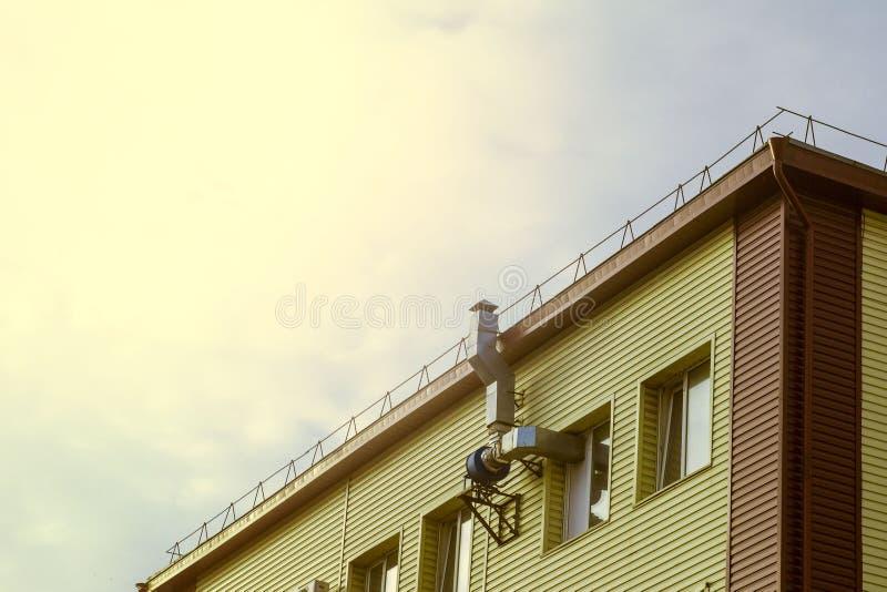 Lotniczy kanał i silnik na ścianie budynek obraz stock