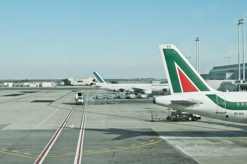 lotniczy samolot lotniskowy Alitalia Fiumicino France fotografia stock