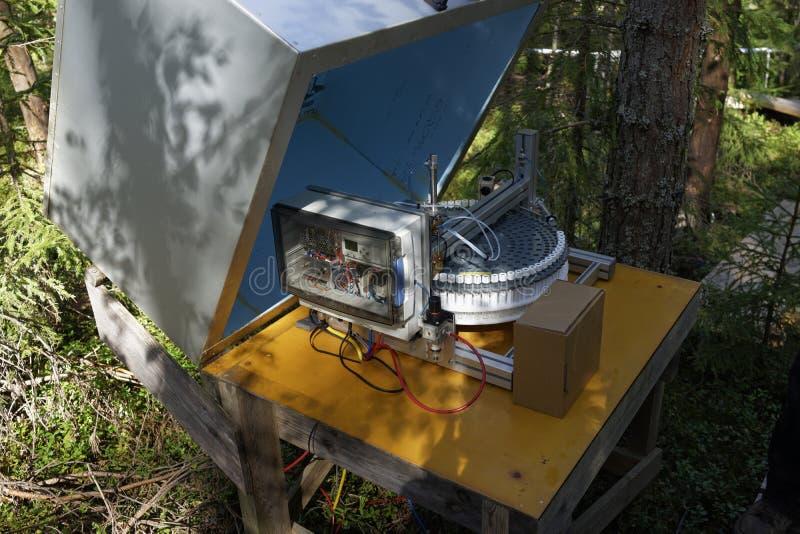 Lotniczych pomiarów automatyczna stacja w lesie zdjęcie royalty free