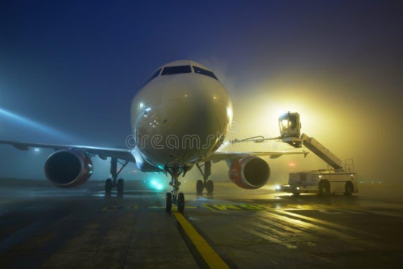 Lotnisko przy nocą fotografia stock