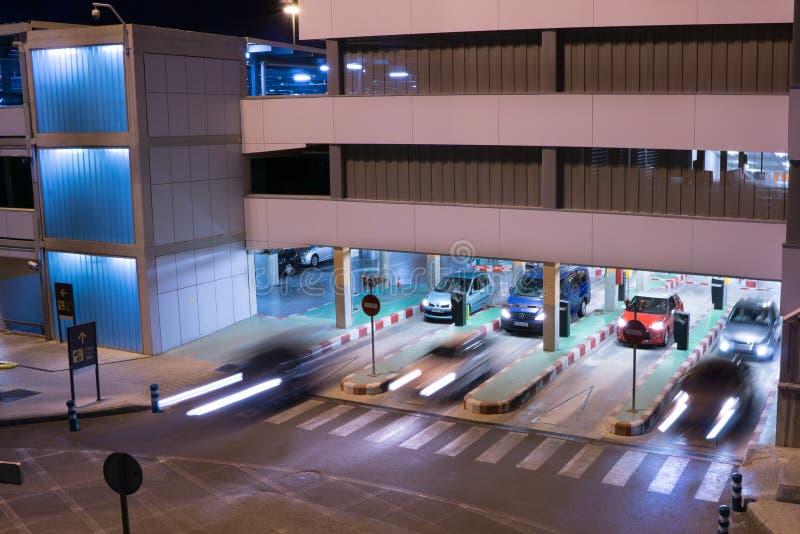 Download Lotniskowy garaż obraz editorial. Obraz złożonej z zmrok - 41952825