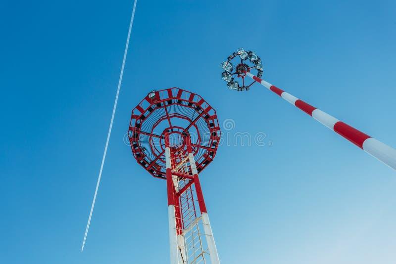 Lotniskowy lekki słup na niebieskiego nieba tle, dolny widok obraz stock