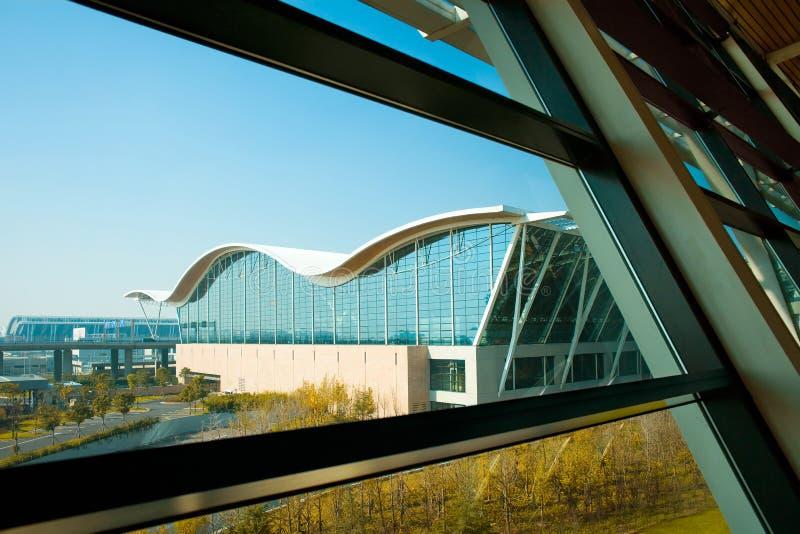 Download Lotniskowy Międzynarodowy Pudong Shanghai Obraz Stock - Obraz złożonej z azjata, infrastruktura: 13334745