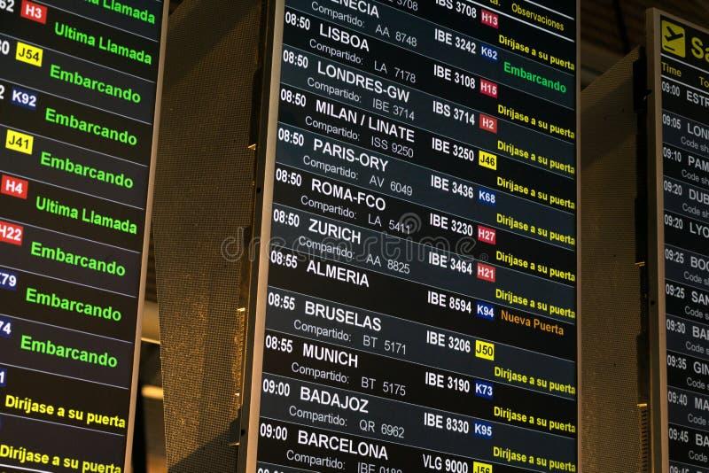 Lotniskowy rozkład zajęć w hiszpańskim obraz royalty free