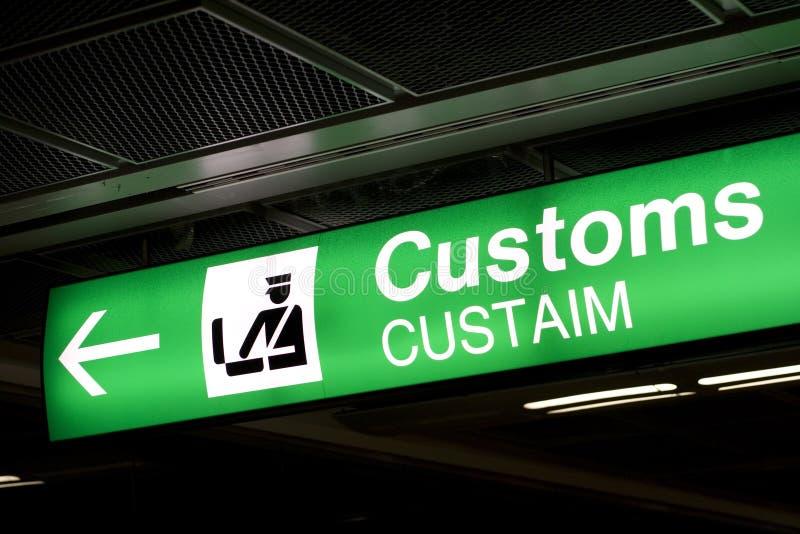 lotniskowy strzałkowaty zwyczajów kierunku znak obraz royalty free