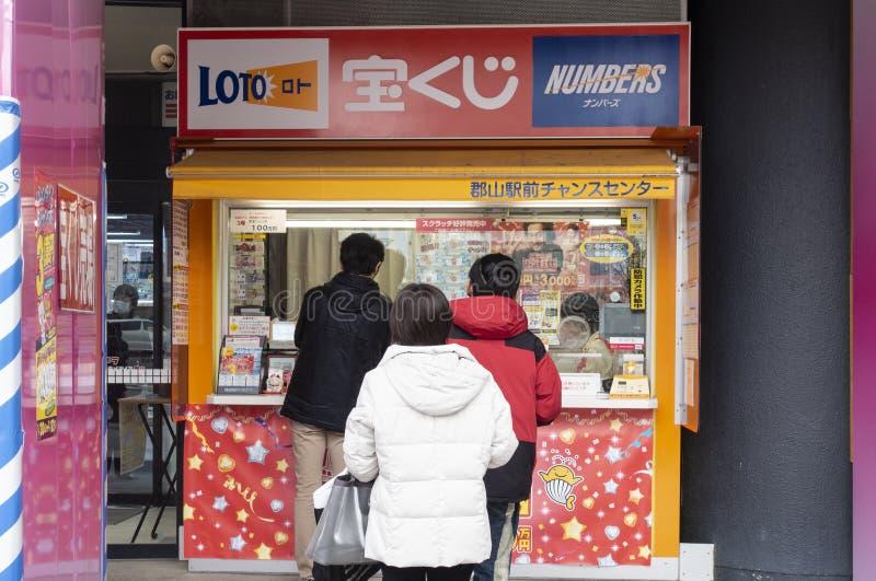 Loto d'achat à Tokyo, Japon images stock