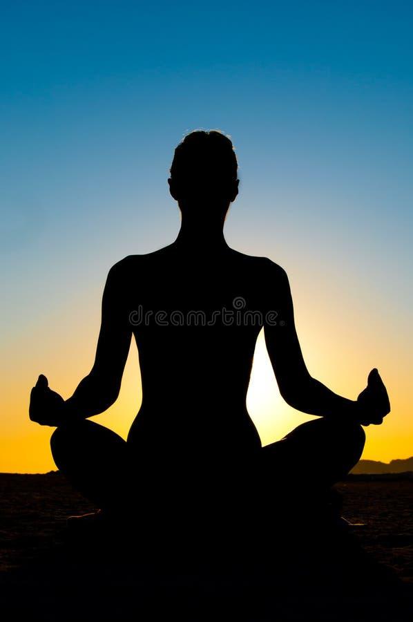Lotosowej pozyci kobiety joga