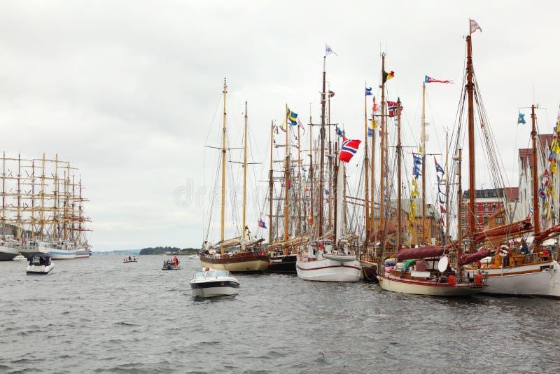 Lots schöne Segelboote stockfoto