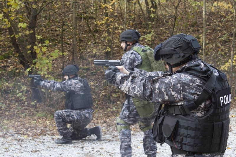 Lotta contro il terrorismo, soldato delle forze speciali fotografie stock libere da diritti