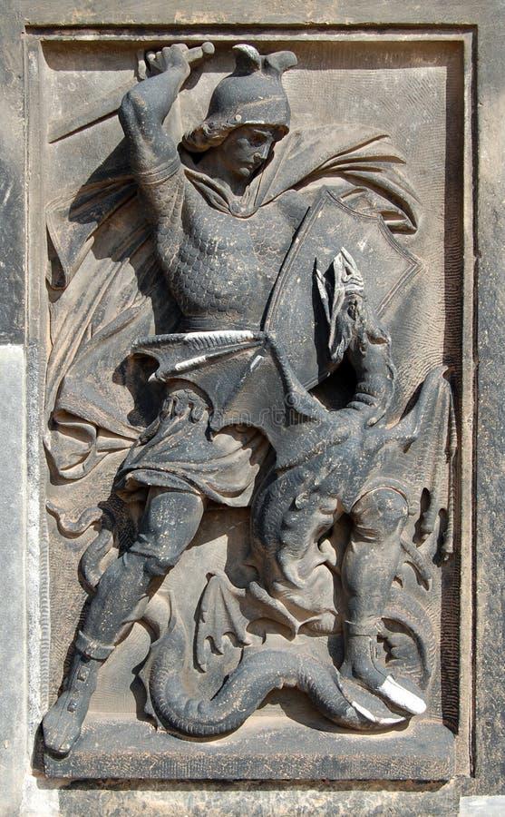 Lotta del cavaliere con il drago immagine stock libera da diritti