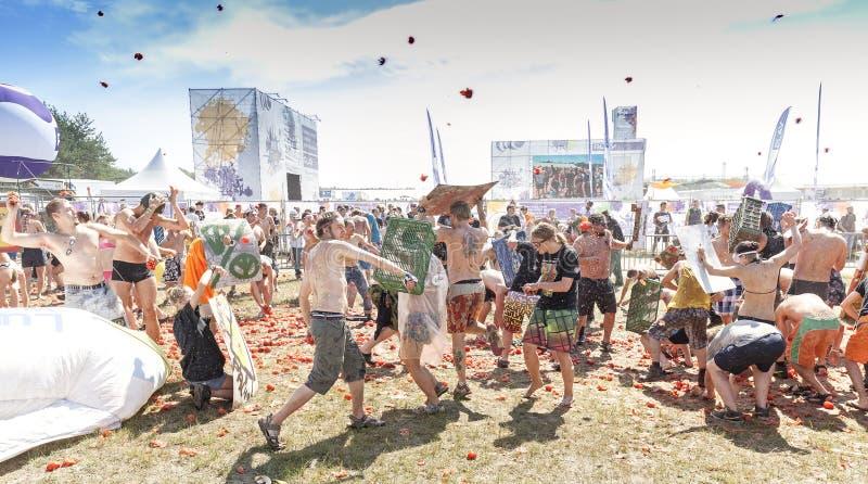 Lotta del pomodoro sul 21th festival Polonia di Woodstock immagine stock
