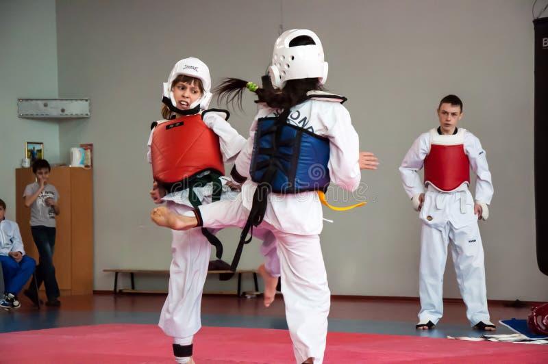 Lotta delle ragazze nel taekwondo fotografia stock libera da diritti