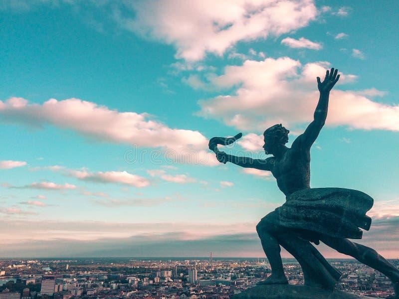 Lotta per la statua di verità fotografia stock libera da diritti