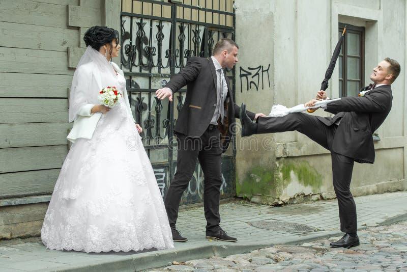 Lotta su un giorno delle nozze fotografia stock