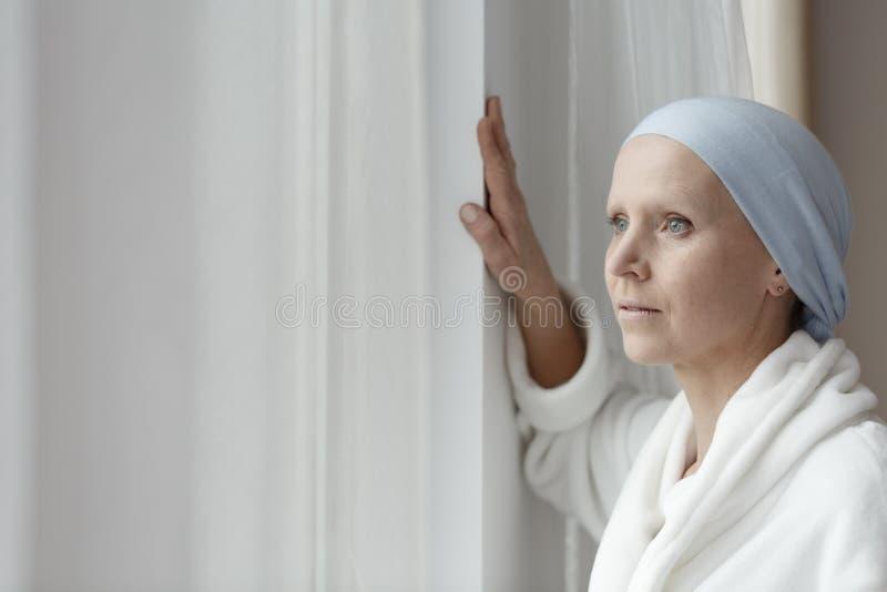 Lottando con il cancro solo immagine stock libera da diritti