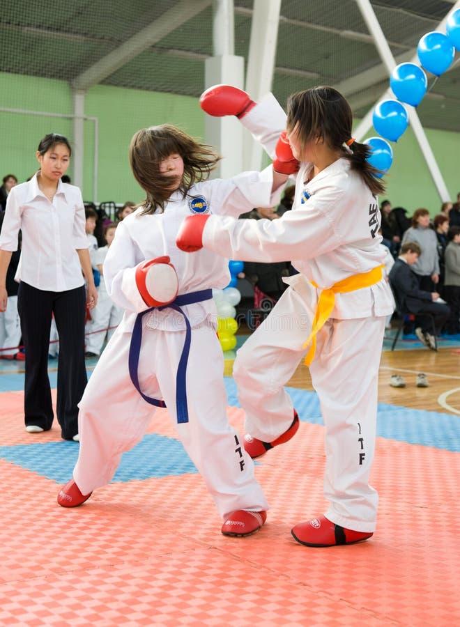 Lottatori del taekwondo delle ragazze fotografia stock libera da diritti