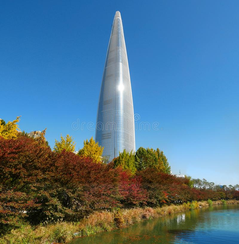 Lotte世界塔汉城天空 免版税库存照片