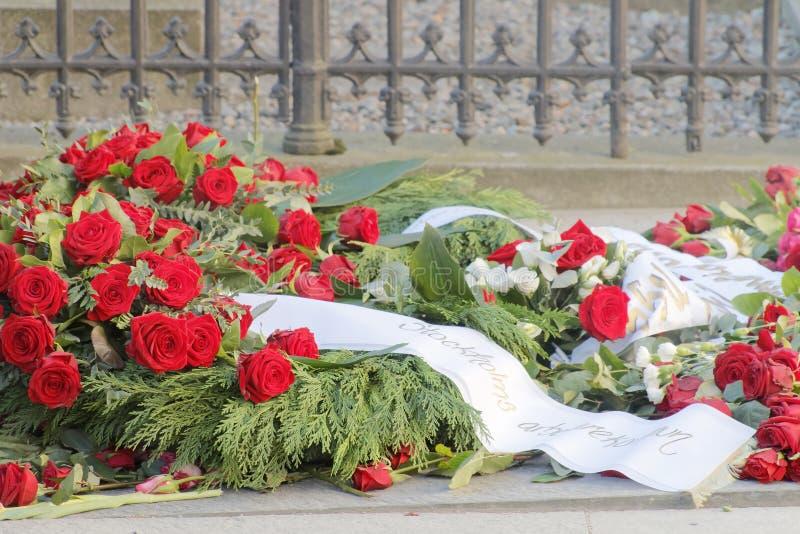 Lotti delle rose sulla tomba di primo ministro assassinato Olof P immagine stock libera da diritti