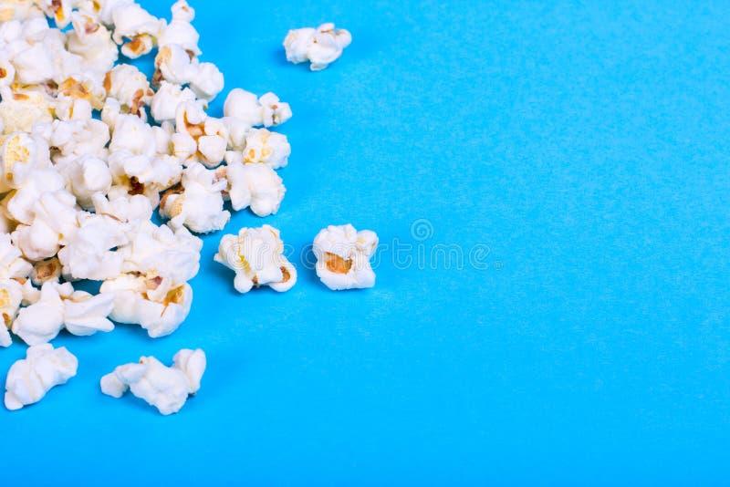 Lotto di popcorn sparso fotografia stock libera da diritti