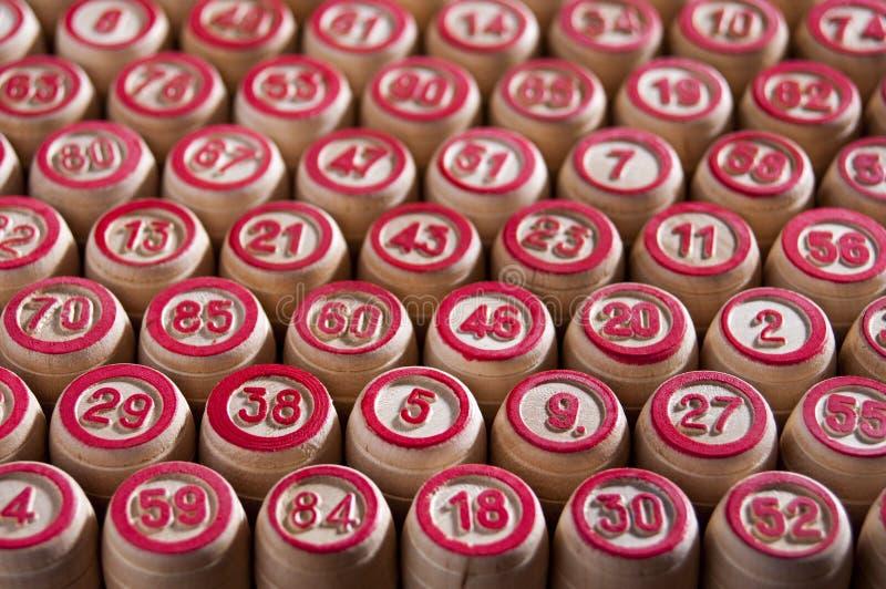 Lotto för brädelek Bakgrund Trummorna för leken ställs upp i även diagonala rader Spänning och bra lycka grupp arkivfoton