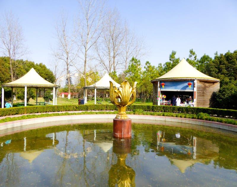 Lotus formó la estatua foto de archivo libre de regalías
