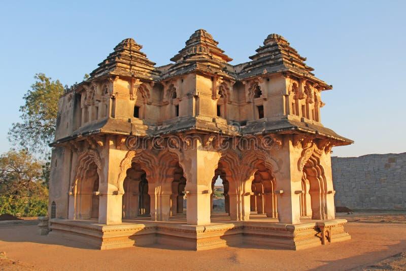 Lotus Mahal Temple i Hampi, Karnataka, Indien Snidit härligt arkivbild