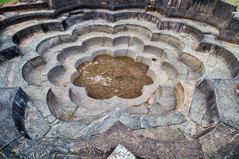 Lotus Pond is de baden in de oude stad van Polonnaruwa, Sluik Sri stock afbeelding