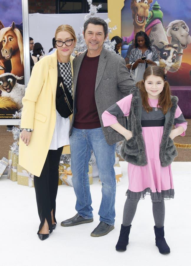 Lou Diamond Phillips, Yvonne Boismier Phillips en Indigo Sanara Phillips royalty-vrije stock foto