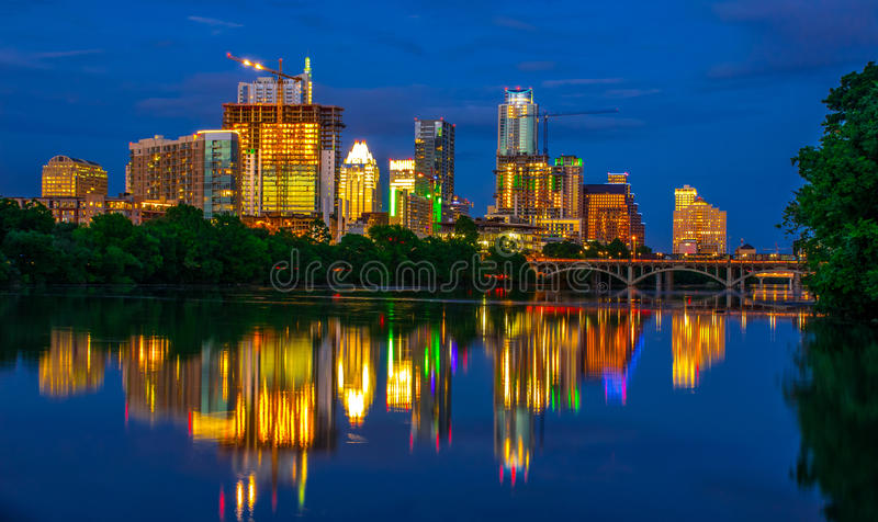 Lou Neff Point Reflections Zilker-Parkmening Austin Texas Skyline bij Nacht stock afbeeldingen