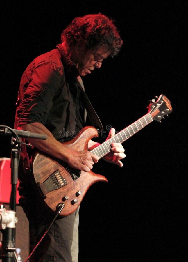 Lou Reed que joga como o trio da máquina do metal vive no vertical de mallorca foto de stock royalty free