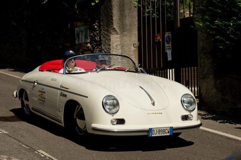 Louco do volante de Porsche 356 em Bergamo Prix grande histórico 2017 imagem de stock