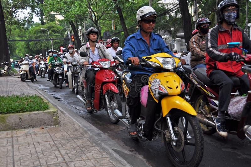 Loucura da motocicleta em Ho Chi Minh City, Vietnam fotos de stock royalty free