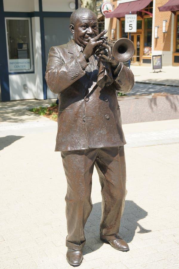 Louis Armstrong-beeldhouwwerk stock afbeeldingen