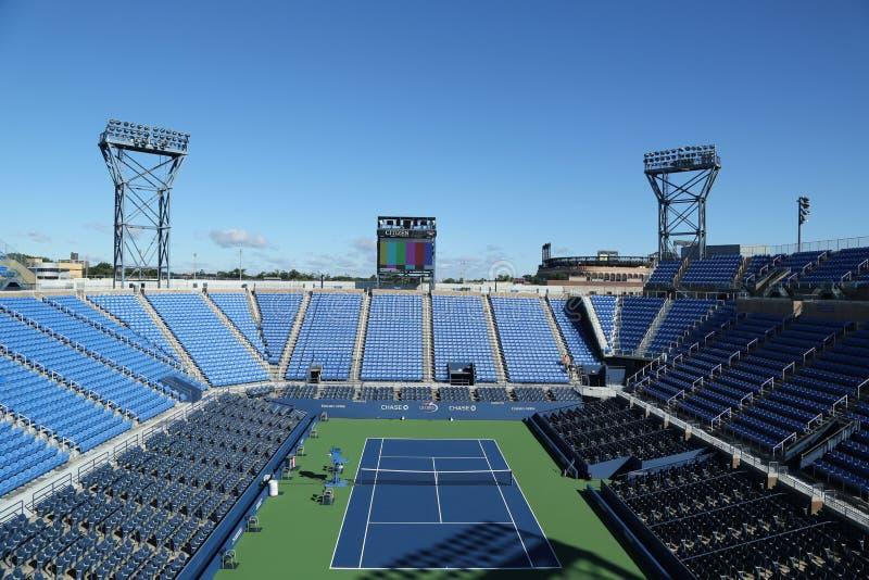 Louis Armstrong Stadium in Billie Jean King National Tennis Center klaar voor US Opentoernooien in het Spoelen, NY royalty-vrije stock foto
