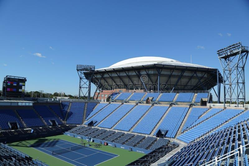 Louis Armstrong Stadium in Billie Jean King National Tennis Center klaar voor US Opentoernooien in het Spoelen, NY stock foto
