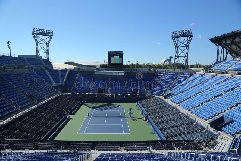 Louis Armstrong Stadium in Billie Jean King National Tennis Center klaar voor US Opentoernooien in het Spoelen, NY stock afbeelding