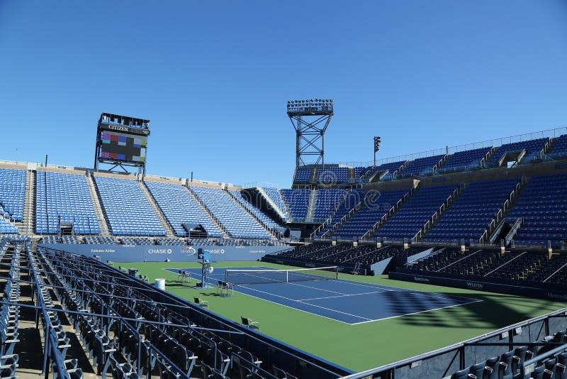Louis Armstrong Stadium in Billie Jean King National Tennis Center klaar voor US Opentoernooien in het Spoelen, NY royalty-vrije stock afbeeldingen