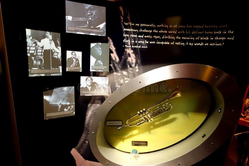 Louis Armstrong trąbka w Jazzowym muzeum zdjęcia stock