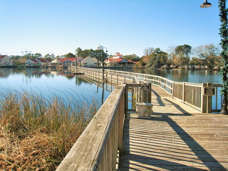 Louis Lake at Barefoot Landing in North Myrtle Beach. Barefoot Landing, a popular spot for tourists in North Myrtle Beach, appears abandoned in the early morning stock images